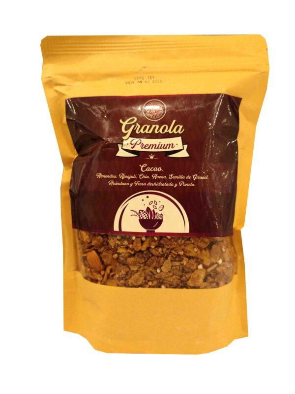 Granola premium de cacao y semillas, con almendra, ajonjolí, chía, semilla de girasol, arándano, fresa deshidratada y panela. Perfecto para tomar en el desayuno o cena con yogurt, leche de vaca o leche vegetal de tu preferencia.